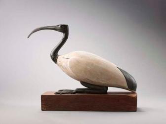 Statue-d-ibis-couche-Bois-d-acacia-blanc-alliage-cuivreux.-Basse-Epoque-664-332-avant-J.-C.-ou-epoque-ptolemaique-332-30-avant-J.-C._gallery_carroussel